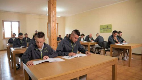 Comunita di recupero tossicodipendenti Narconon Astore foto sala studenti